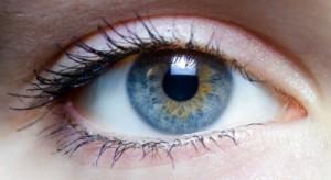 De kleur van je ogen kan veranderen.oogkleur,blauwe ogen met groen,bruine ogen met groen